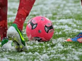 O Geoffroy-Guichard está coberto pela neve. AFP