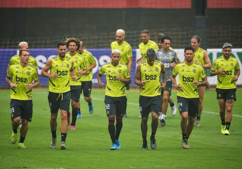 Flamengo voltou aos treinos mesmo descumprindo recomendações das autoridades de saúde. AFP