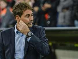 René Weiler podría irse al fútbol suizo. AFP/Archivo