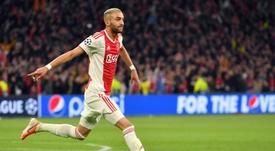 Ziyech leva um tempo soando para deixar o Ajax. AFP