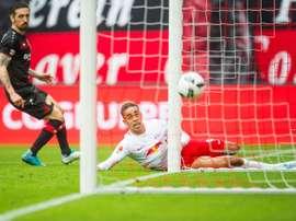 Le Danois Yussuf Poulsen inscrit le but de la victoire pour Leipzig face à Leverkusen. AFP
