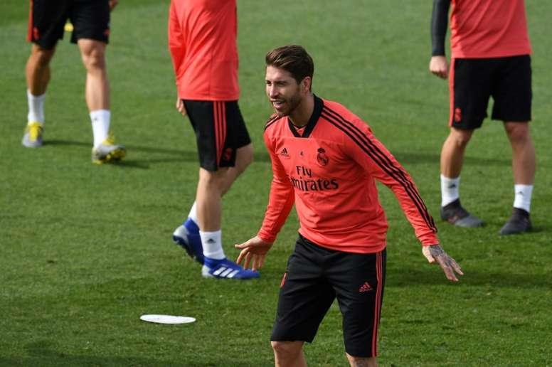 Ramos visitó por sorpresa a la Selección Española femenina.