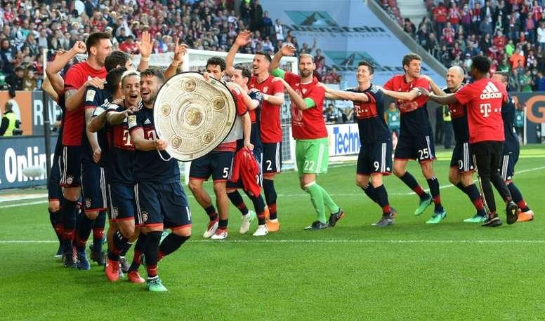Sólo nueve jugadores han estado en estas últimas seis Bundesligas. AFP