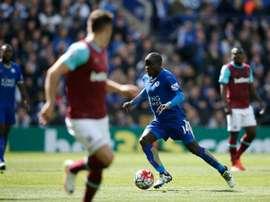 El dinero recibido por Kanté será reinvertido por el Leicester. Archivo/EFE/EPA