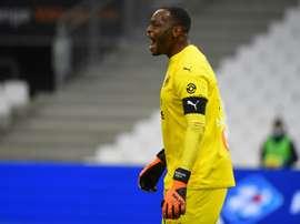 Brassard noir contre l'Olympiakos en hommage à Samuel Paty. afp