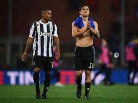 Douglas Costa não escolheu Cristiano Ronaldo e diz ver Paulo Dybala como seu melhor companheiro. AFP