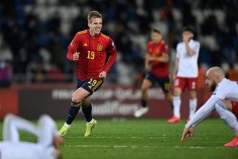 Dani Olmo fez o gol da virada nos acréscimos. AFP
