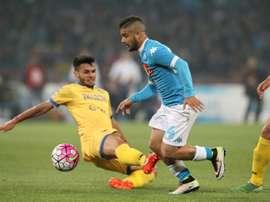 Le milieu de Frosinone Mirko Gori à la lutte avec l'attaquant de Naples Lorenzo Insigne. AFP