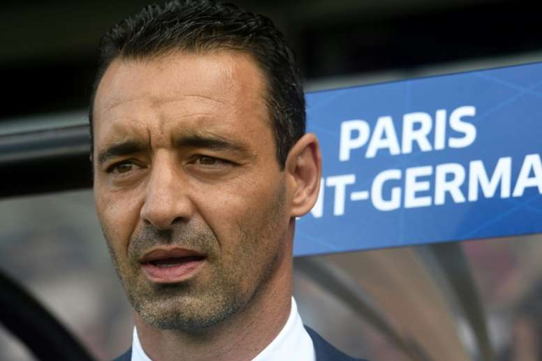Le PSG féminin prolonge Olivier Echaoufni. AFP