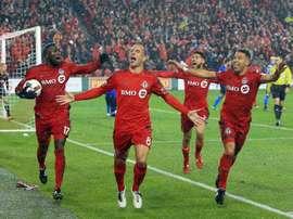 Le milieu du Toronto FC Benoit Cheyrou célèbre son but, le 30 novembre 2016 à Toronto. AFP