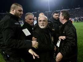 Le président du PAOK Ivan Savvidis lors de son irruption. AFP