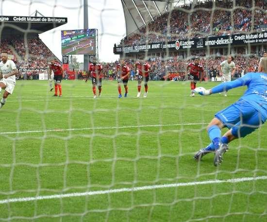 Neymar hizo el 1-1 de penalti. AFP
