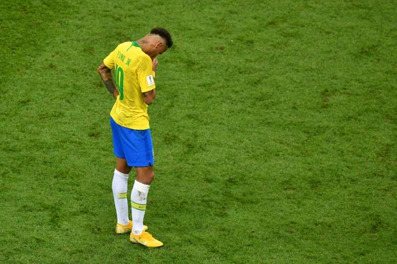 A Neymar no le salió bien la jugada. AFP