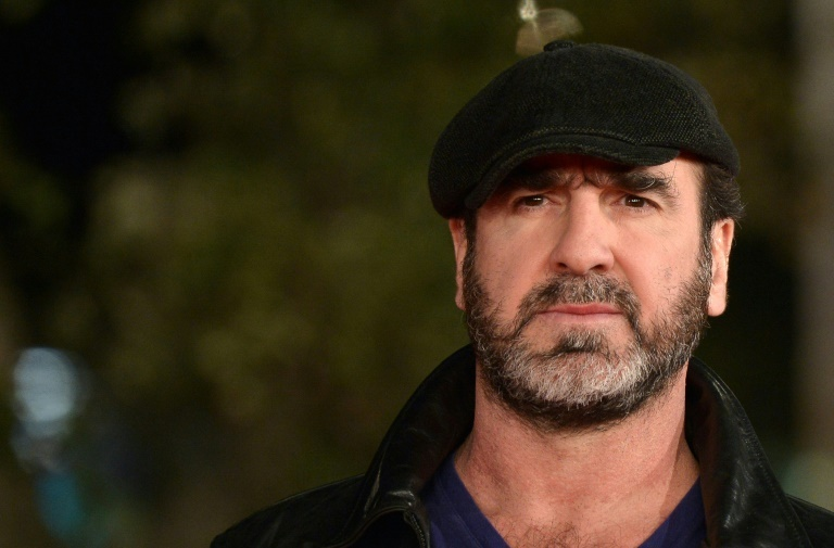 Cantona accusé de jouer les espions — Pérou