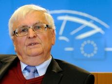 L'ex-patron du football allemand rend une haute distinction. AFP