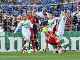 La Lyonnaise Camille Abily tente un retourné face à Wolfsburg en finale de la Ligue des champions, le 26 mai 2016 à Reggio Emilia