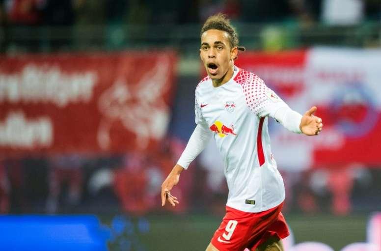 L'attaquant Yussuf Poulsen ouvre le score pour Leipzig face à Hanovre. AFP
