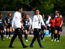 Corinne Diacre avec son entraîneur assistant, Philippe Joly le 16/05/19. AFP