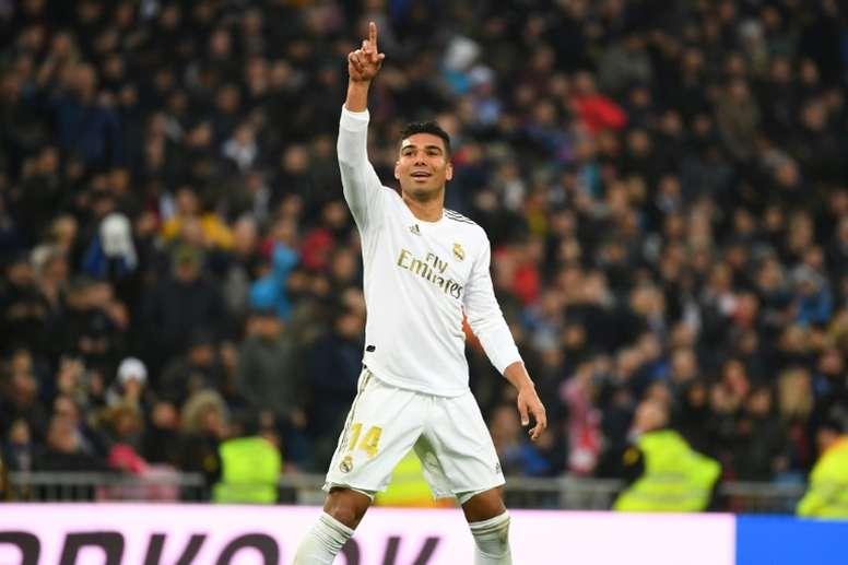 Com gols de Casemiro, Real Madrid chega a 17 jogos sem perder. AFP
