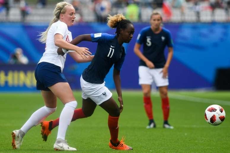 La Française Melvine Malard (d) face à l'Angleterre. AFP