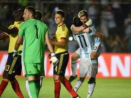 Lionel Messi, dans les bras dangel Di Maria, a été le grand artisan de la victoire de lArgentine face à la Colombie, le 15 novembre à San Juan