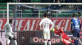 Fallou Diagne, défenseur du Stade Rennais, transforme un penalty face à Troyes, le 16 janvier 2016 au Stade de lAube