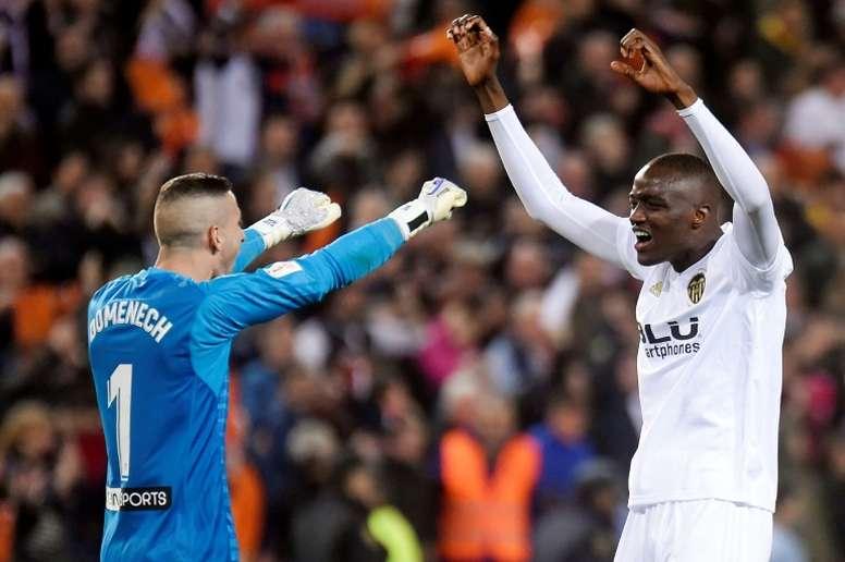 Diakhaby salvó los muebles en el último Valencia-Sevilla. AFP/Archivo