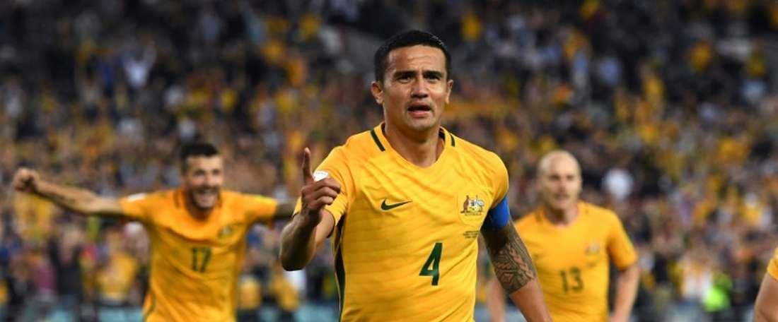 Tim Cahill continua, aos 37 anos, a ser a figura maior dos 'socceroos'. AFP