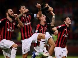 Les joueurs de l'AC Milan célèbrent la victoire face à l'AS Rome. AFP