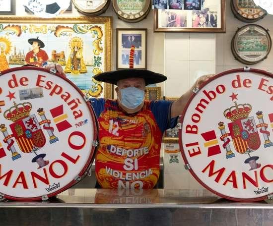 La crise frappe aussi Manolo du tambour, premier supporter de la Roja. afp