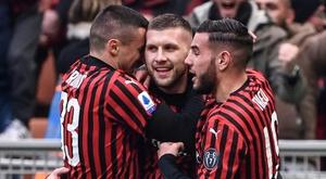 Ante Rebic tacle les joueurs de la Juve. AFP