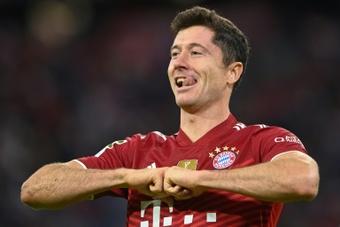 Un, dos, tres, Lewandowski responde otra vez. AFP
