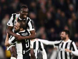 Os jogadores da Juve celebram o importante triunfo desta quarta-feira. AFP