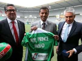 Le prince Fahd Ben Faisal Al-Saud avec les frères Marc et Gilles Dubois, président de Sedan. AFP