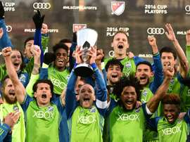 COMMERCE CITY, CO - NOVEMBER 27: Osvaldo Alonso #6 of Seattle Sounders holds up the MLS Western Conference Trophy after defeating the Colorado Rapids 1-0 at Dicks Sporting Goods Park on November 27, 2016 in Commerce City, Colorado. Harry How/Getty Images/AFPCOMMERCE CITY, CO - NOVEMBER 27: Osvaldo Alonso #6 of Seattle Sounders holds up the MLS Western Conference Trophy after defeating the Colorado Rapids 1-0 at Dicks Sporting Goods Park on November 27, 2016 in Commerce City, Colorado. Harry How/Getty Images/AFP