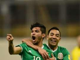 Le Méxicain Jesús Corona (G) célèbre un but face au Canada, le 29 mars 2016 à Mexico. AFP