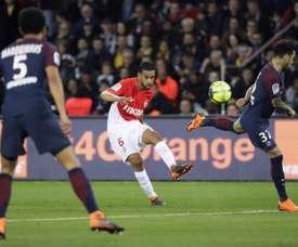 Le Brésilien Jorge avec Monaco contre le PSG de Dani Alves et Marquinhos. AFP