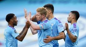 Henderson félicite De Bruyne pour sa saison. AFP