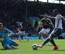 Tom Heaton dans le but de Burnley s'interpose face à Manchester United. AFP