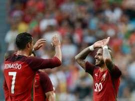 La star du Portugal Cristiano Ronaldo et Ricardo Quaresma, auteurs chacun dun doublé contre lEstonie, le 8 juin à Lisbonne