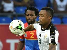 L'attaquant ghanéen Jordan Ayew (d) lors dun match de la CAN face à la RD Congo. AFP