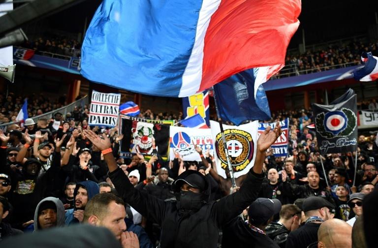 Amiens dégénère: Saint-Denis