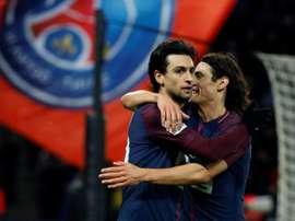 Javier Pastore (g) félicité par son coéquipier Edinson Cavani. AFP