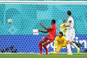 Zakaria atrai interesse de três ingleses. AFP