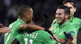 Les joueurs de Saint-Etienne après le but contre son camp du joueur de Qabala, Richardinho. AFP