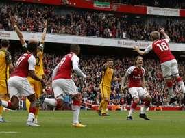 Nacho Monreal explose de joie comme ses collègues après son but avec Arsenal face à Brighton. AFP