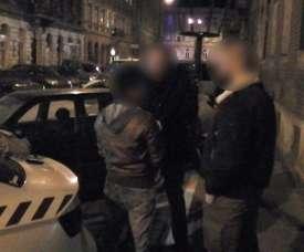 Photo réalisée par la police hongroise le 17 janvier 2019 montrant l'arrestation de Rui Pin. AFP