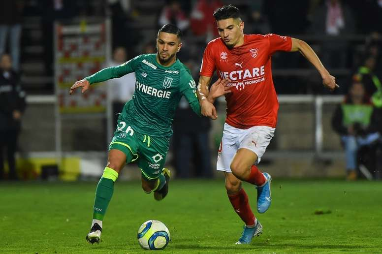Ligue 1: Nîmes craque encore, Nantes grimpe. AFP