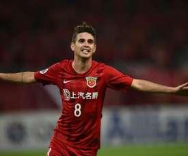 Le Brésilien Oscar serait prêt à jouer pour la Chine s'il le pouvait. AFP
