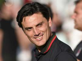 Vincenzo Montella no está nada conforme con la defensa 'rossonera'. AFP